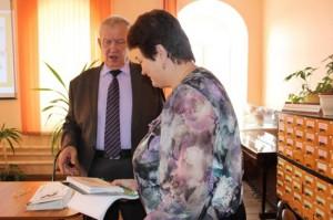Библиотекарь благодарить за книги подаренные в библиотеку в Красной Горе,Иванищах,Пачелме