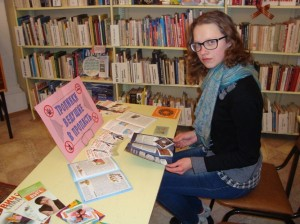 Слайд 12-У выставки в детской библиотеке №1